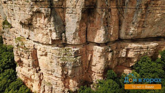 1 Орлиные полки в скале над Мезмаем (2)